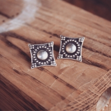 Diamond Shape Granulation Roman Style Earrings