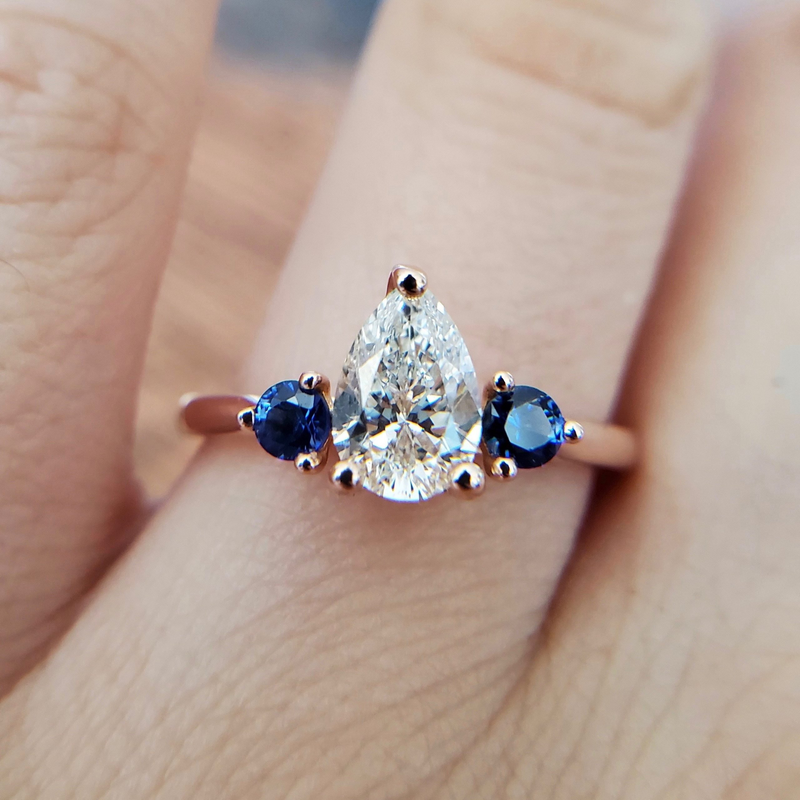 Pear diamond ring in rose gold